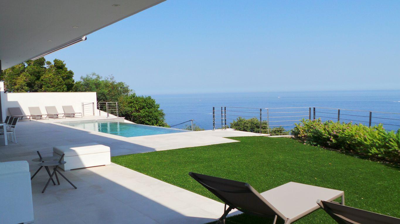 LES ISSAMBRES A LOUER Villa neuve comprenant 3 chambres 3 salle de bains, une séjour salon salle à m