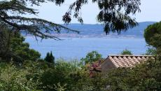 SAINTE-MAXIME T4 VILLA FOR SALE. Ideal location for this villa of 180 m� of type 4 on a plot of more than 2000m�. downtown on foot, beaches 400m.