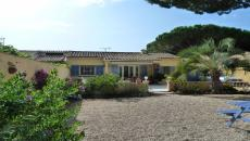SAINTE-MAXIME T4 VILLA FOR SALE. Beautiful Provencal house on one level close to the beaches of Nartelle, 3 bedrooms, 2 bathrooms, garage, beautiful plot of 475 m�. Ideal for the holidays!