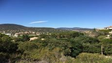 SAINTE-MAXIME LAND FOR SALE. Building land with beautiful views of the hills, quiet, 500 m from the center of Sainte-Maxime. Good exposure. Possibility large family villa with pool.