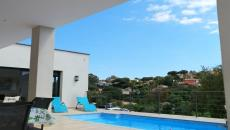 IN A QUIET AND RESIDENTIAL AREA NEW CONTEMPORARY VILLA OF 5 ROOMS AND POOL