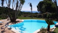SAINTE MAXIME VILLA RENTAL WITH POOL AND SEA VIEW. Very beautiful neo Provencal villa with free form infinity pool. This property located in a secure private domain comprising: 1 entrance opening onto a living room, dining room of 50m², 1 equipped kitchen opening onto a summer dining room and the beach by the swimming pool, 1 parental suite with its bathroom baths. Upstairs two bedrooms with 1.60 bed and private shower room each. On the garden level a 2-room apartment including: 1 bedroom with 1 1.40 bed and its shower room Wc., 1 kitchen living room with 2 sofa beds 0.90, a laundry room. landscaped garden, bowling green
