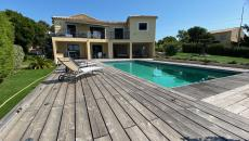 LES ISSAMBRES VILLA OF 200 M� SEA VIEW. In a quiet area, enjoy a large villa of 200 m� with separate apartment. a plot of 1352 m� with heated swimming pool. 5 bedrooms 4 bathrooms. Here is an old villa completely renovated in 2016. Ideally designed for living as a main residence or seasonal rental. Not overlooked. To visit