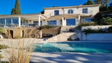 LES ISSAMBRES SELLS BEAUTIFUL VILLA T5. On 1700 m² beautiful sea view for this beautiful villa of 200 m² including a beautiful living room dining room of 54 m² a veranda of 28 m² and a separate modern kitchen of 20 m² with its pantry. All rooms overlook a beautiful south-facing terrace and sea views of St Tropez. A master suite with shower bath dressing and separate toilet. A beautiful staircase leads upstairs to three beautiful bedrooms with sea view balcony wardrobes in each of them 2 shower rooms and a separate bathroom toilet. The 1700 m² of enclosed garden with pool of 10x5 with spacious beach and possibility to realize a beautiful studio. Large crawl space a garage and possibility to park two other vehicles. This villa has beautiful benefits heat pump chang