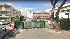 Saint Aygulf, sells one-bedroom apartment of 40 m² with terrace on the 1st floor. South Expo. Ideally located close to any trade. 200 m from the beach. Sold with tenant in place.
