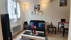 Sainte-Maxime T2 near beach. In residence with swimming pool close to the beach apartment on the ground floor recent and modern, consisting of a living room with equipped kitchen, a bedroom, a bathroom with toilet, small living room. Ideal first purchase or second home, to see!